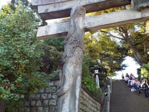 品川神社鳥居の昇り竜